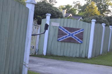 Unofficial battle state flag of Mississippi shown in the yard of supporter on May 14, 2017. (Alanderia Whitlock)